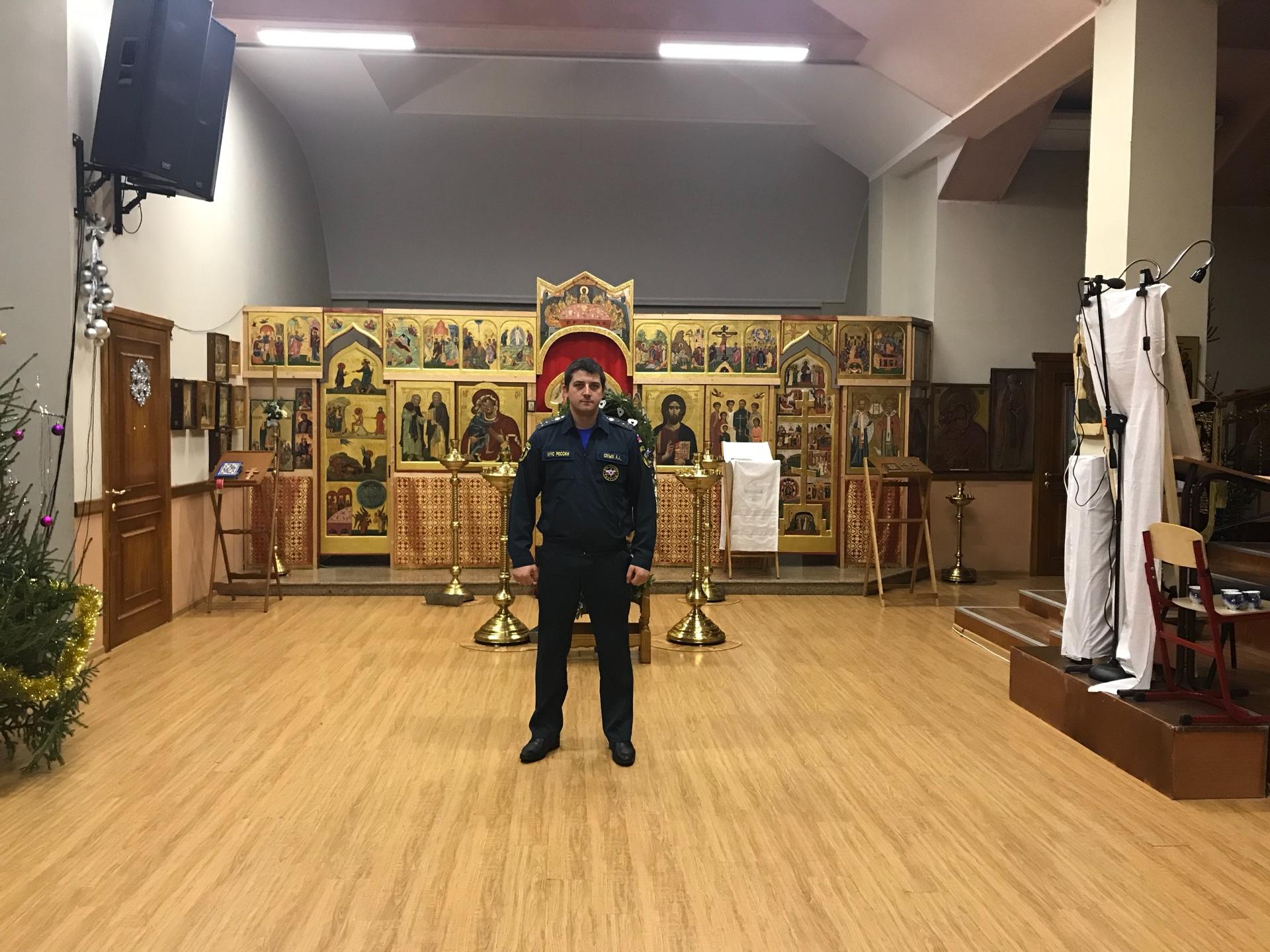 Спасатели дежурили во всех храмах Новой Москвы в Рождество