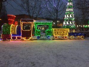 Посетители площпдки фестиваля в Троицке могут полюбоваться праздничными инсталляциями. Фото: Мария Иванова