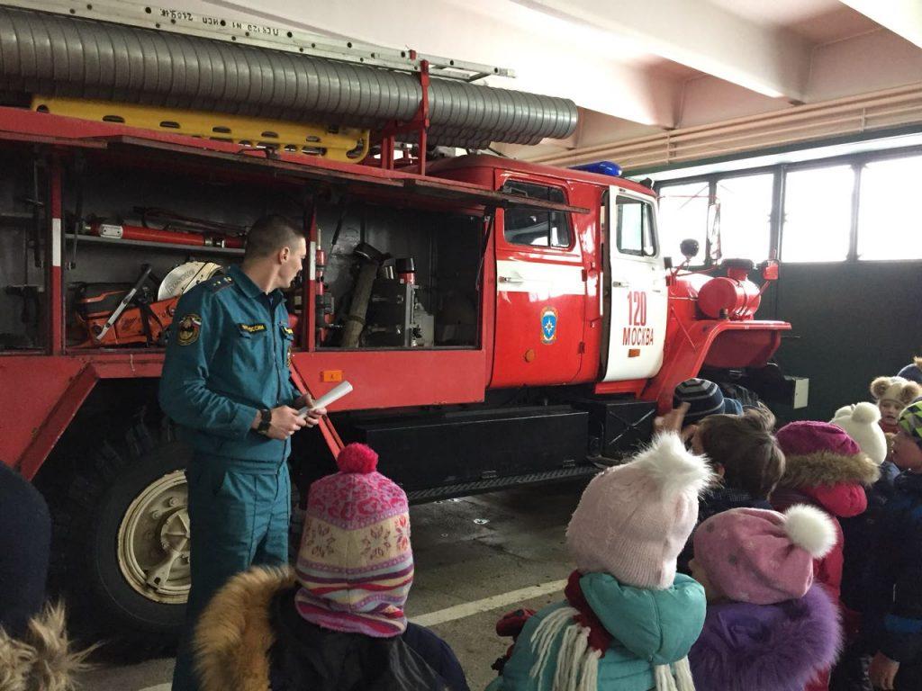 День открытых дверей провели пожарные и спасатели ко Дню защитника Отечества