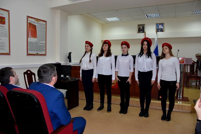 Женский состав УВД по ТиНАО поздравил мужчин с Днем защитника Отечества