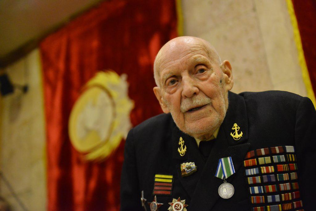 Ветераны из Михайлово-Ярцевского посетили праздничный концерт