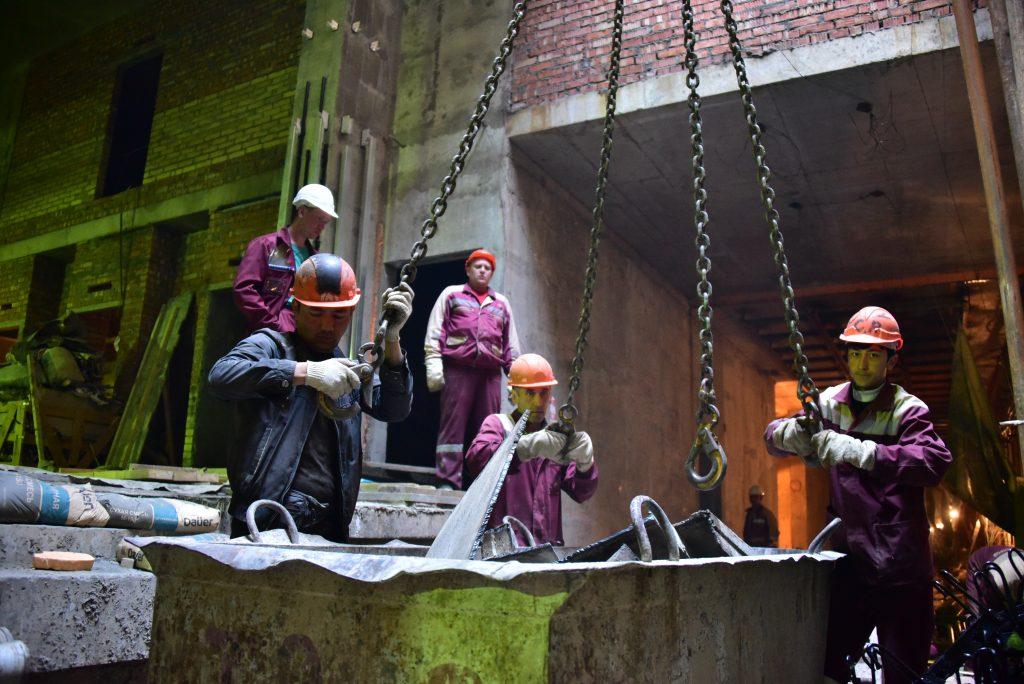 К строительству привлечено свыше 50 тысяч рабочих. Фото: Антон Гердо