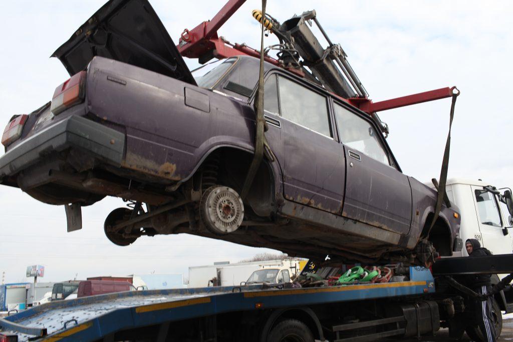 Рейд по выявлению брошенных автомобилей прошел в Первомайском