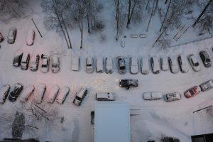 Водителям следует воздержаться от поездок на личном транспорте. Фото: Александр Кожохин