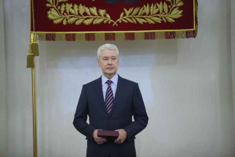 Собянин вручил премии молодым ученым накануне Дня российской науки