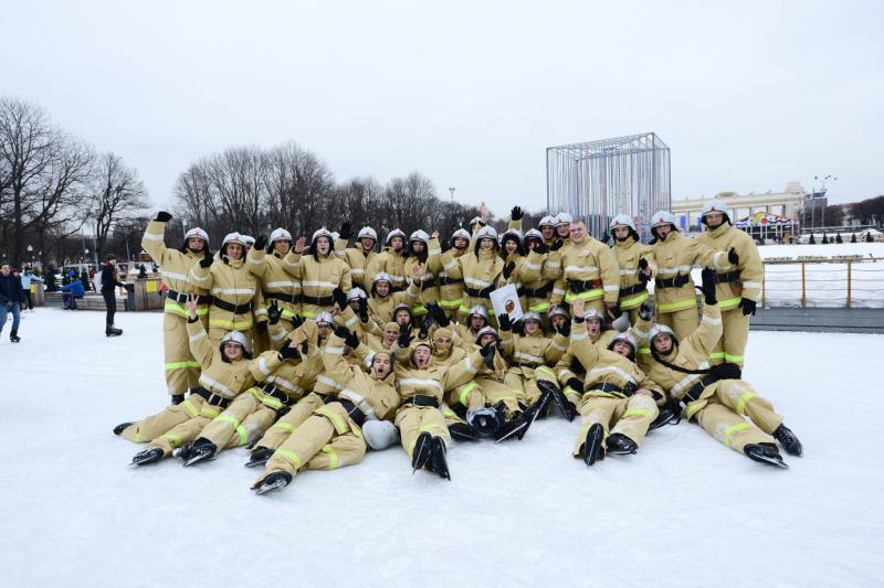 Спасатели и пожарные проведут флешмоб на катке