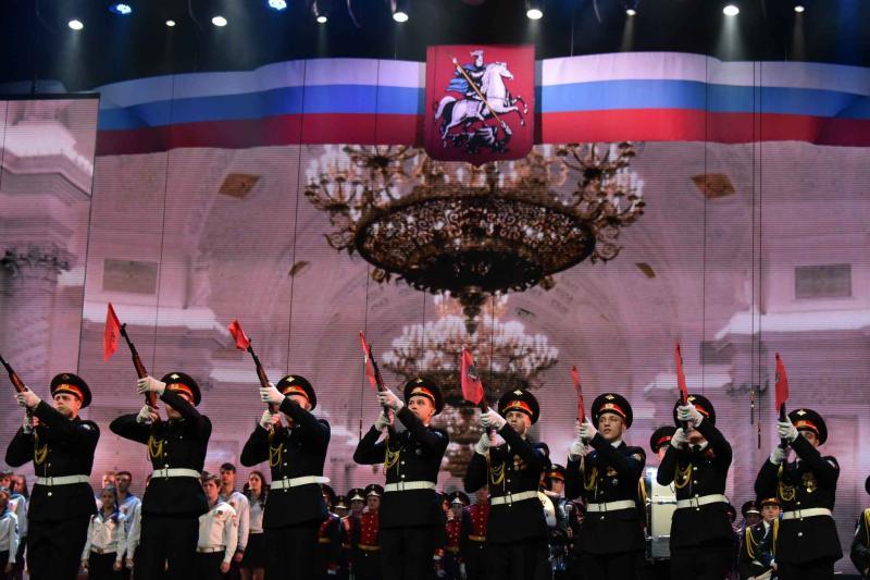 Праздничные плакаты и цифровые билборды украсят Москву к 23 февраля