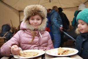 Гости праздничных площадок съели 247 тысяч блинов. Фото: Наталия Нечаева