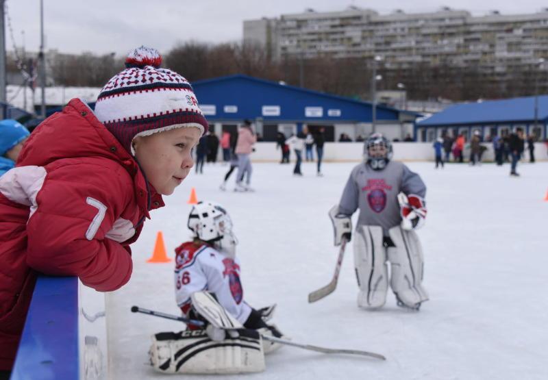 Хоккейный матч провели в Кленовском