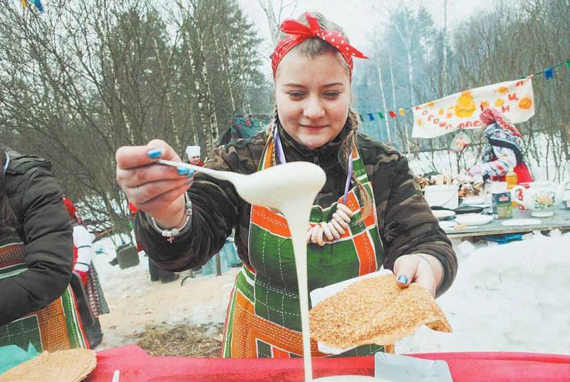 Юные жители Филимонковского сделают открытки к Масленице