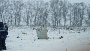 Более 70 людей погибли при крушении пассажирского самолета в Подмосковье. Фото: ГКУ «Мособлпожспас»