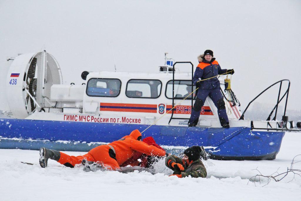 Поздняя рыбалка на льду может обернуться печальными последствиями. Фото: Сара Зицерман