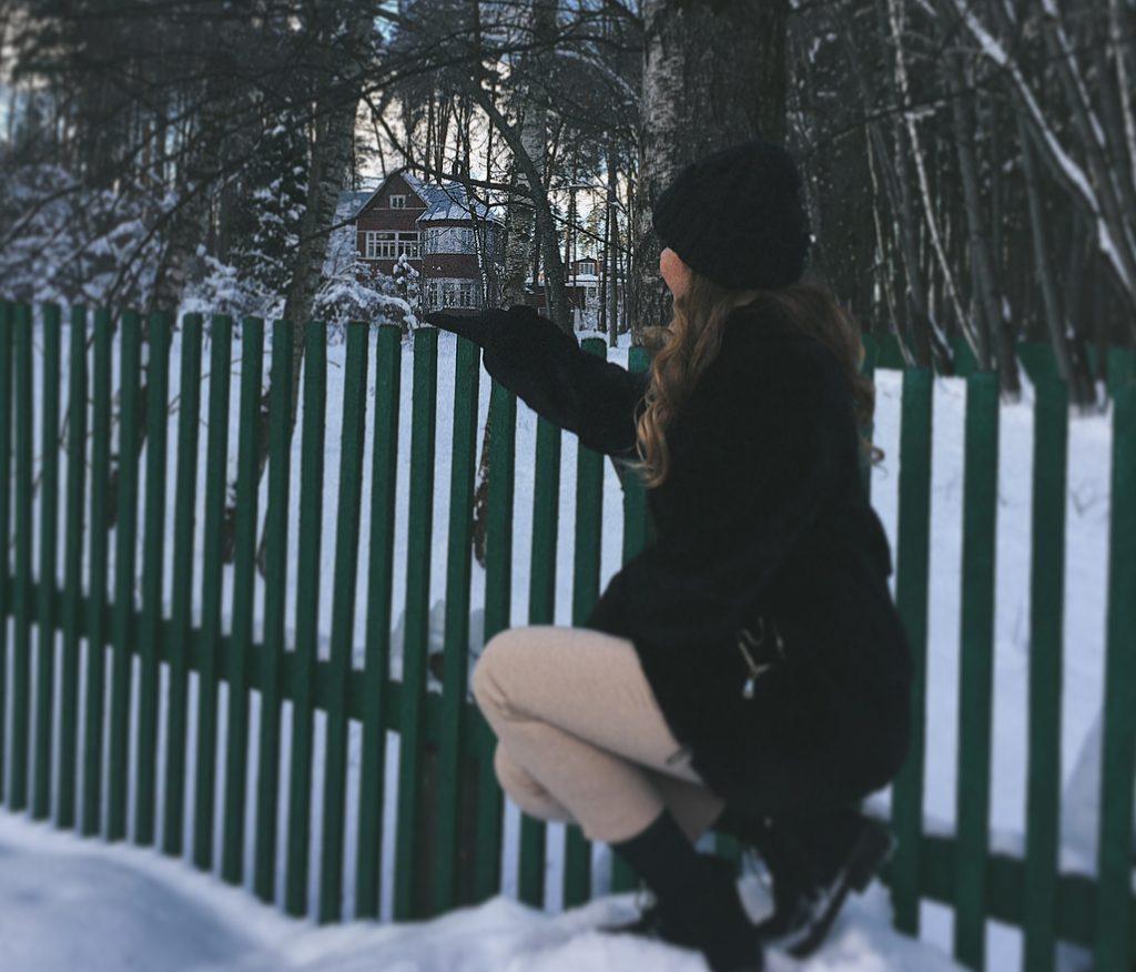 Снимок у Дома-музея Бориса Пастернака во Внуковском. Фото: страница пользователя ilonasobolevaa в социальной сети