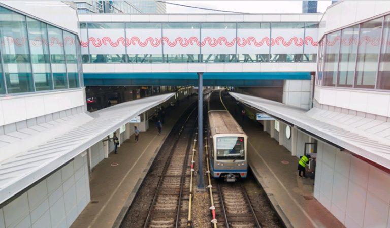Архитектурная подсветка украсит Смоленский метромост в Москве