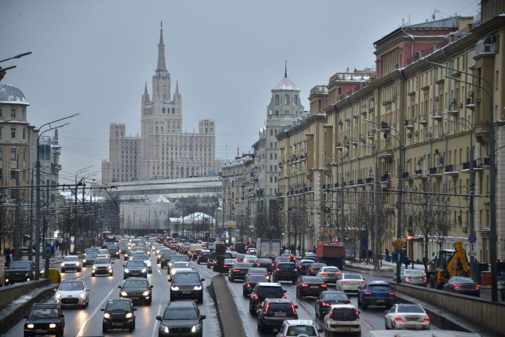 Предпраздничные пробки зафиксировали на дорогах Москвы