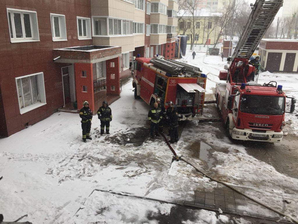 В новой Москве пожарные спасли 5 человек из горящего дома