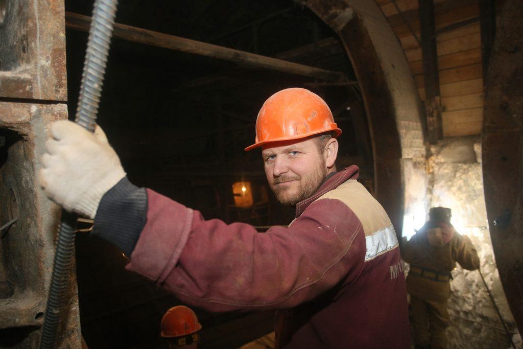 Власти Москвы проиндексируют зарплату строителей метро