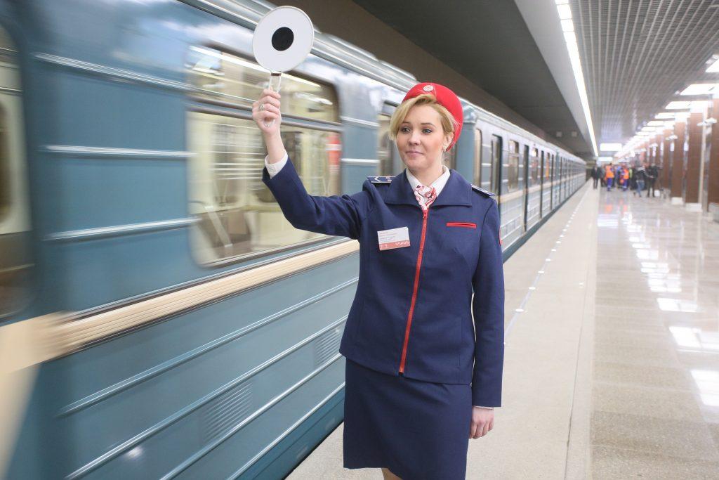 Движение поездов на красной ветке ввели в график после сбоя