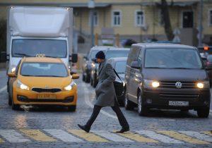 На дорогах Москвы появятся устройства для отслеживания непропуска пешехода на «зебре»