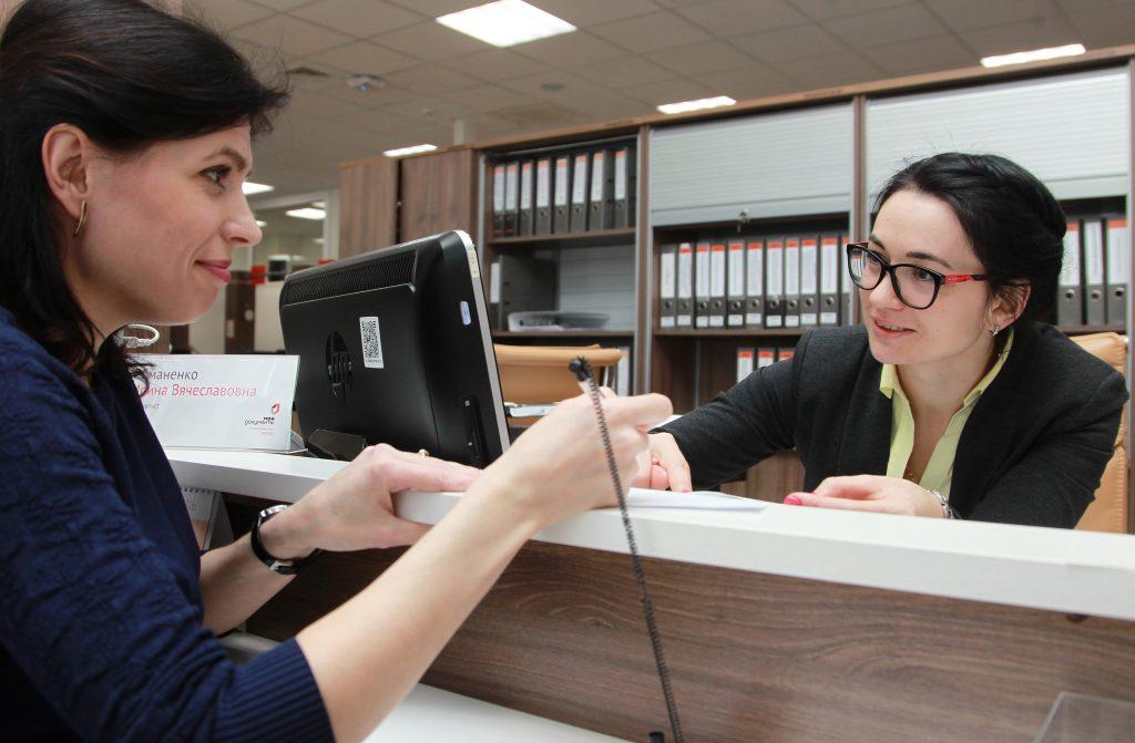 Сотрудники центров госуслуг выдали первую тысячу паспортов болельщиков ЧМ-2018