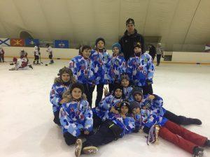 Тренер Павел Мальцев с юными хоккеистами. Фото: личная страница Павла Мальцева в социальных сетях