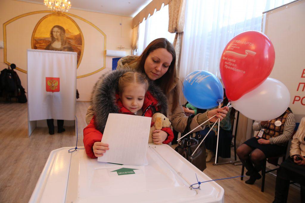 Безопасность на участках для голосования усилили в Новофедоровском 18 марта