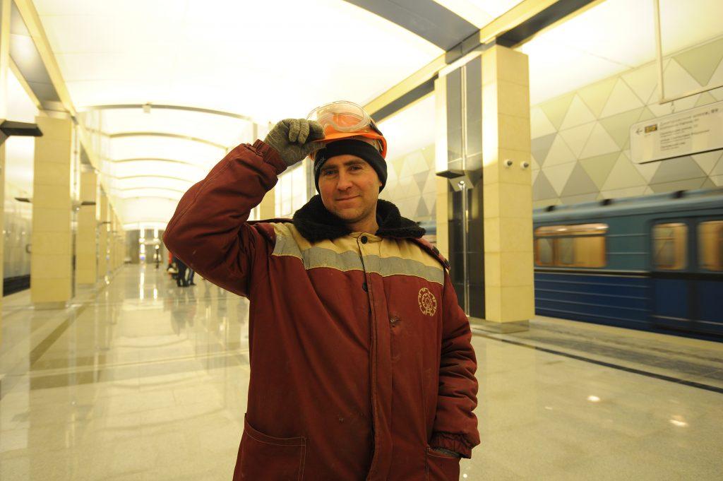 Метро в Москве продолжило работать в метель без сбоев