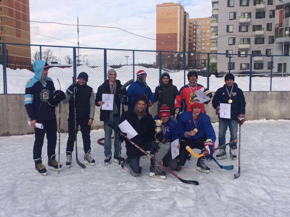Молодые парламентарии провели хоккейный турнир в Сосенском