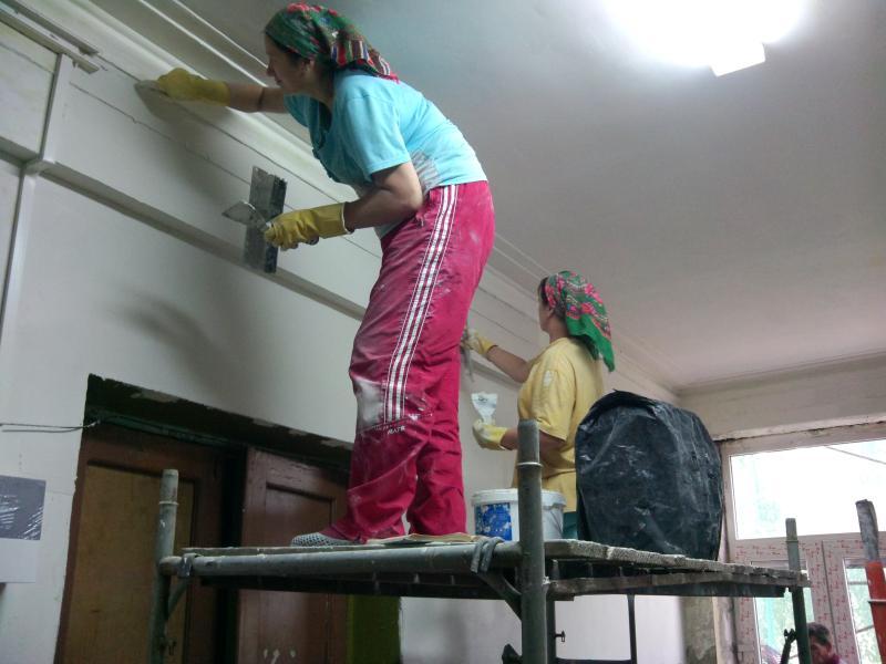Капитальный ремонт завершат в двух подъездах дома в Роговском