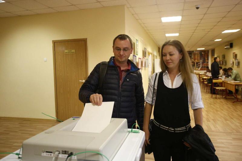 По данным опросов на избирательных участках в Москве Путин набирает 72% голосов