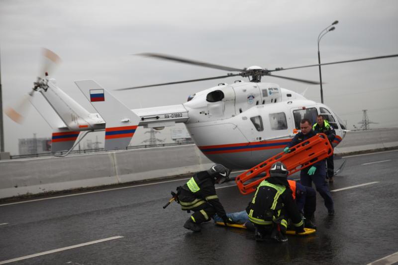 Вертолет Московского авиационного центра вылетел в районметро ПроспектВернадского для спасения ребенка