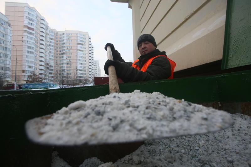 В Москве запасы противогололедной крошки уберут на хранение до зимы