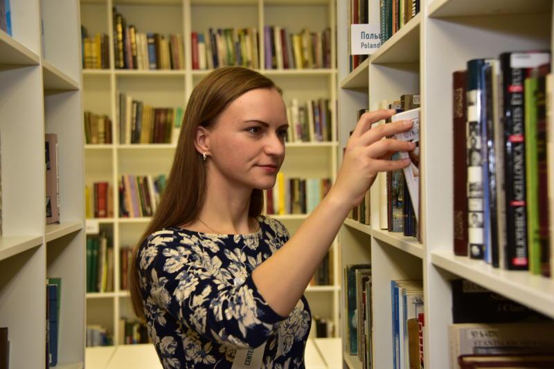 Книжкина неделя стартует в библиотеке Десеновского