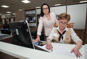 Около 600 человек ежедневно обращается в центры госуслуг Москвы за оформлением водительских удостоверений. Фото: Наталия Нечаева
