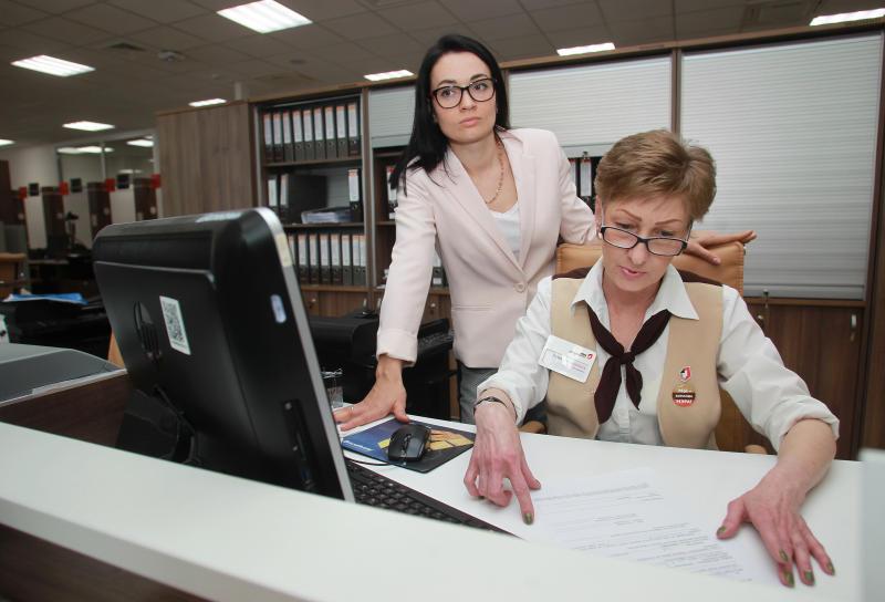 Около 600 человек ежедневно обращаются в центры госуслуг Москвы за оформлением водительских удостоверений. Фото: Наталия Нечаева