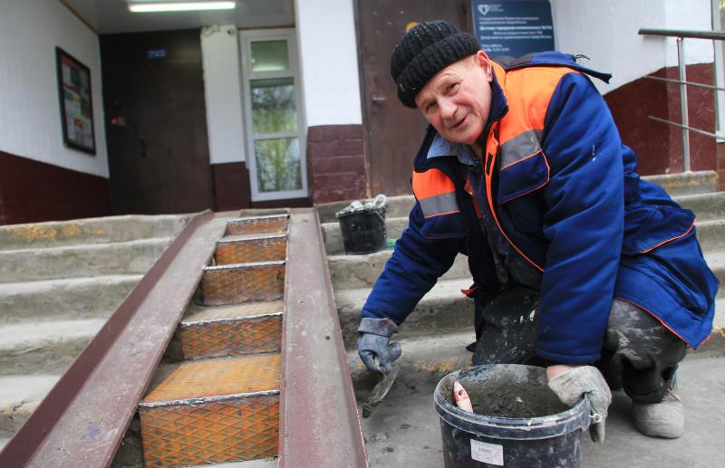 Ряд подъездов жилого дома отремонтировали в Филимонковском