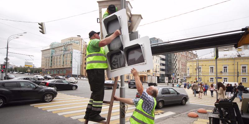 В Москве началась промывка и покраска светофоров