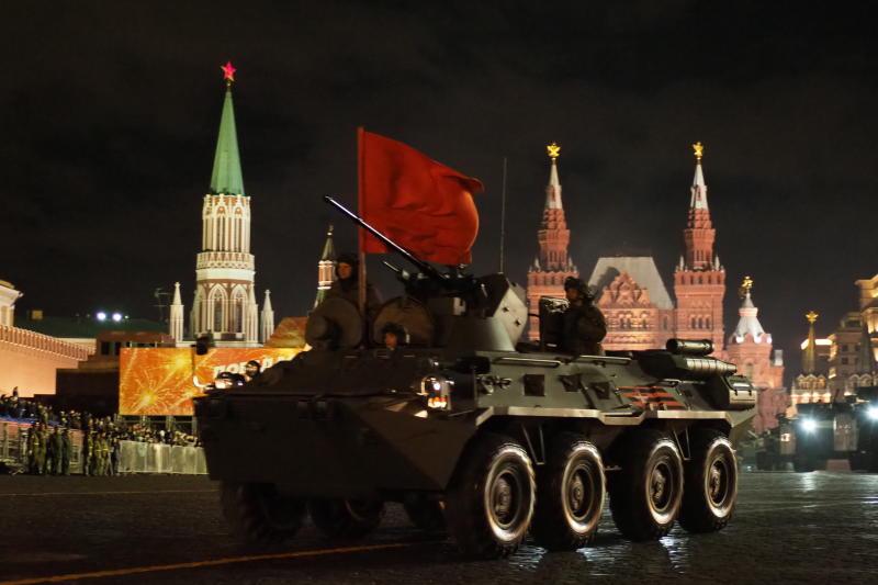 Роботы приняли участие в репетиции парада Победы на Красной площади