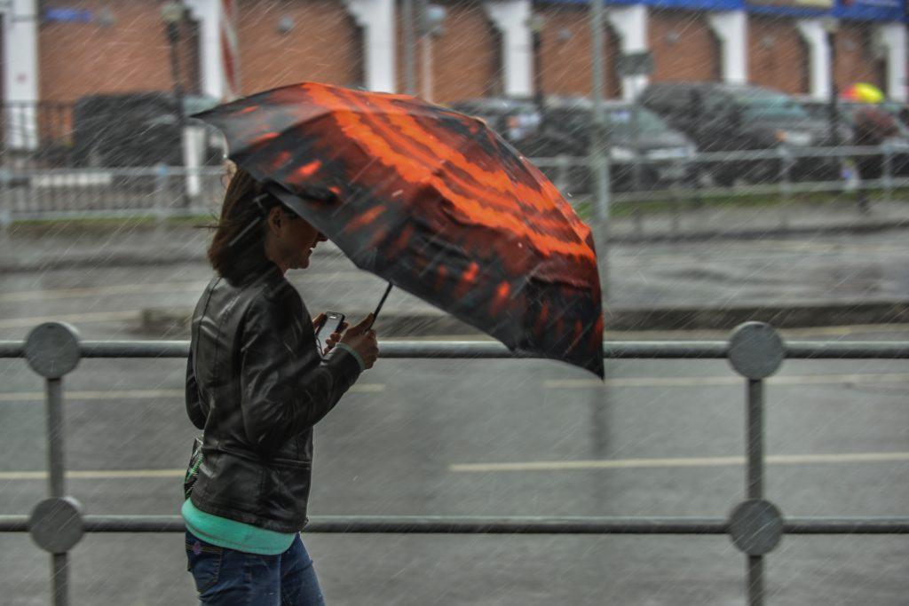 Шторм и снег обрушатся на Москву в выходные