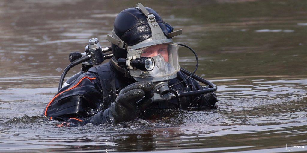 Водолазы провели подводный субботник