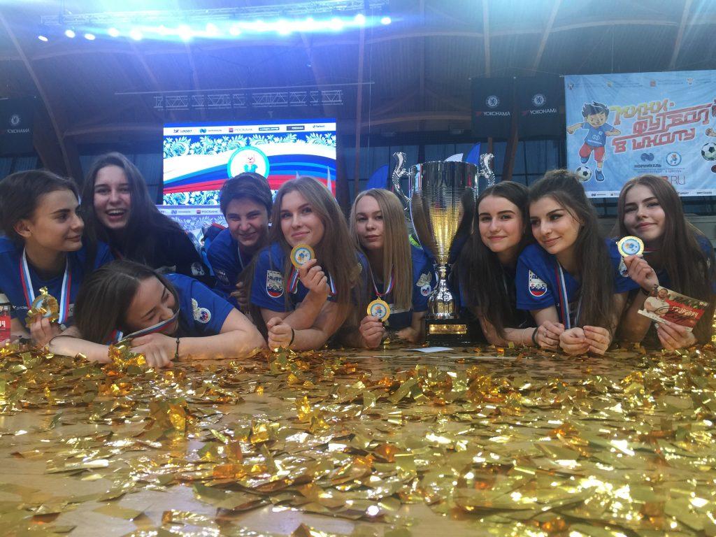 Чемпионкам вручили награды. Фото: Александр Белкин