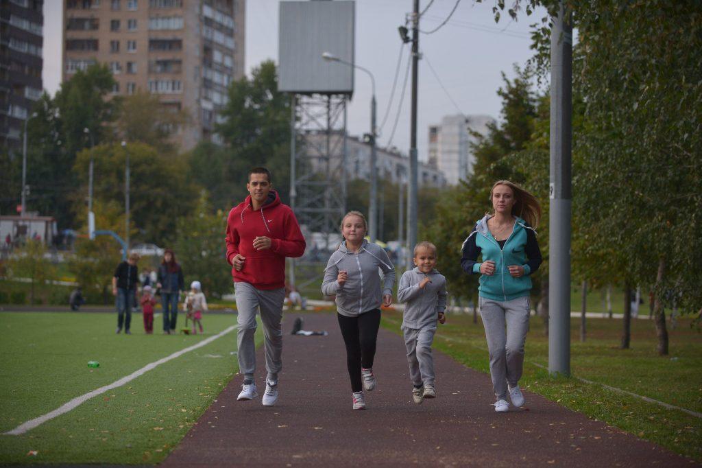 Жители Новой Москвы смогут поучаствовать в легкоатлетическом кроссе. Фото: Александр Казаков, «Вечерняя Москва»
