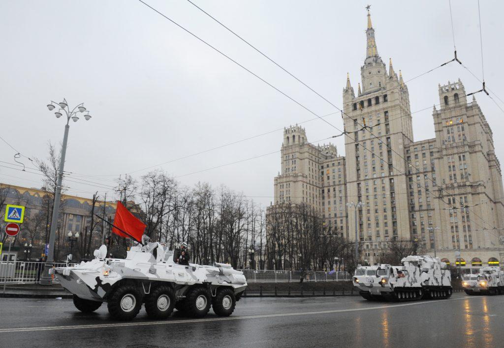Боевую технику для участия в параде Победы передислоцировали в Москву
