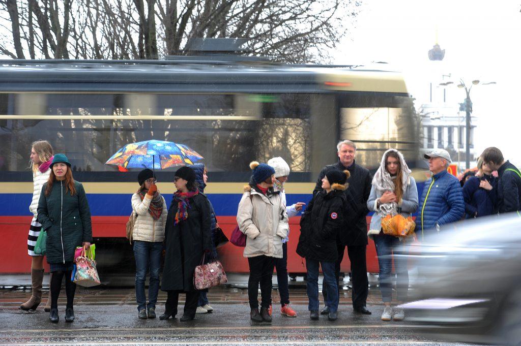 В среду москвичей ждет теплый дождь