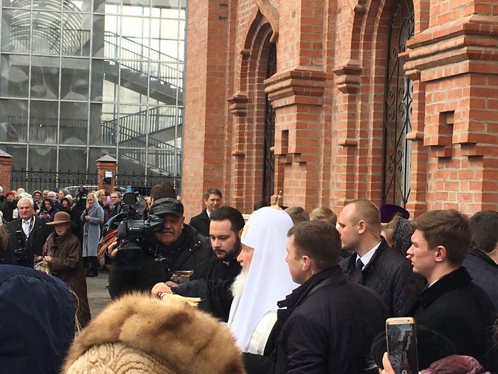 Патриарх Кирилл посетил храмы в Сосенском в Великую субботу