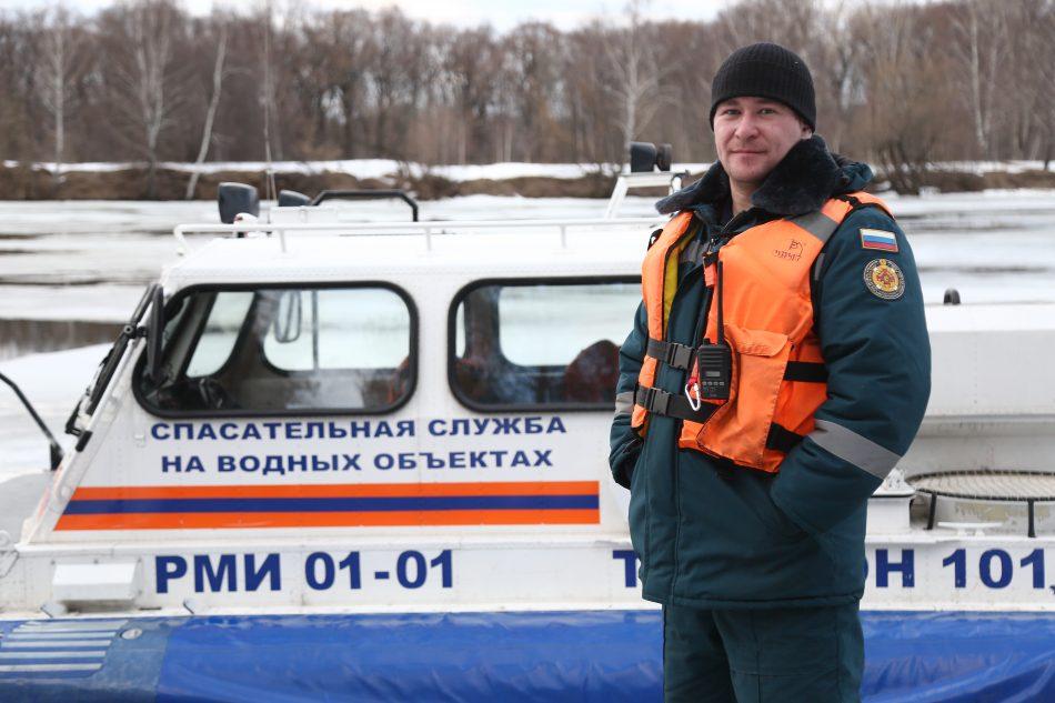 В Москве спасли провалившихся под лед рыбаков