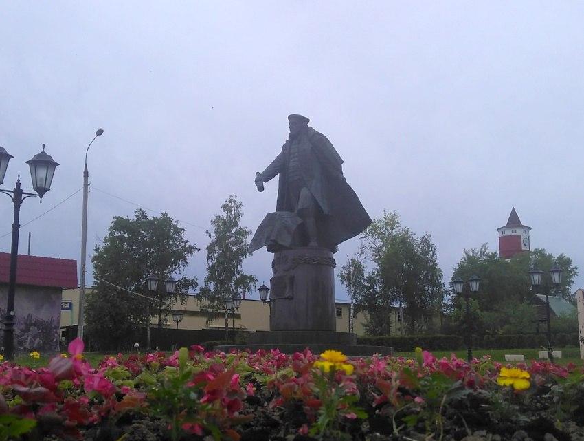 Территорию у памятников в Краснопахорском украсят цветами. Фото: администрация поселения Краснопахорское