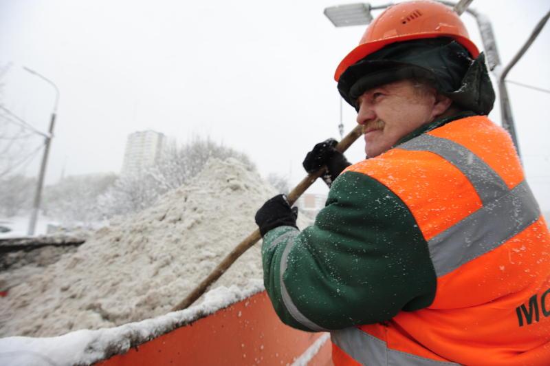 Водостоки в Москве продолжили готовить к паводку