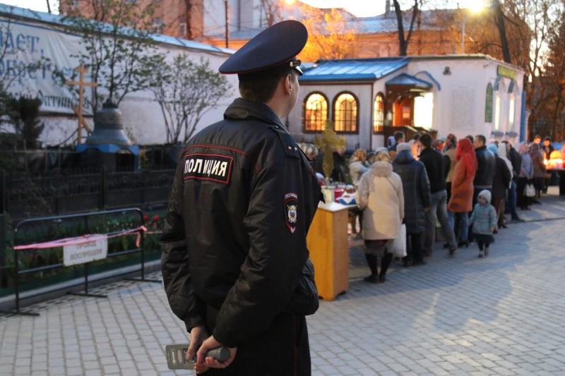 Сотрудники полиции Новой Москвы обеспечили общественный порядок во время Пасхи