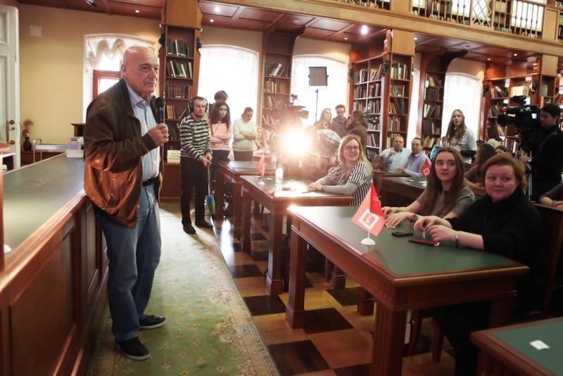 Владимир Познер хотел бы встретиться с самыми грамотными участниками «Тотального диктанта»